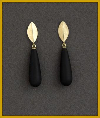 Ohrhänger in Gelbgold mit Onyx-Pampeln €265,-