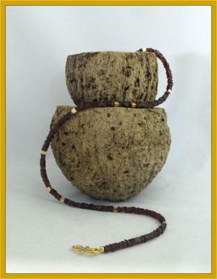 Granat-Collier mit vergoldetem Silber €120,-
