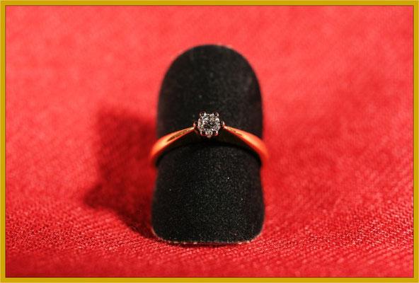 Klassischer Verlobungsring mit einem Brillant in Chaton-Fassung