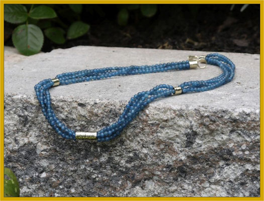 Apatit-Collier mit Hammerschlag-Elementen in 585/- Gold €595,-