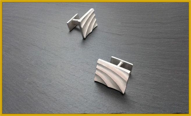 Silberne Manschettenknöpfe mit bogenförmiger Struktur €220,-