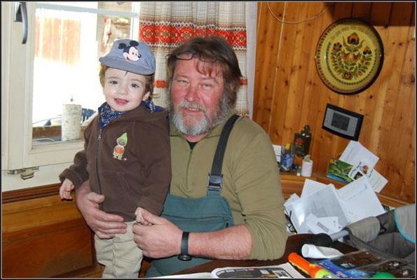 Lars mit Grosspapa