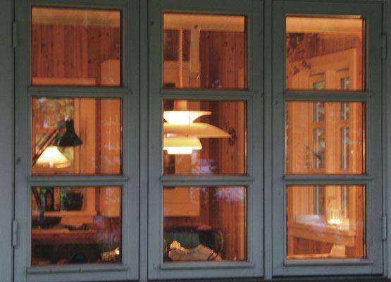 Sommerhus med PH5 lampe fra Louis Poulsen (DK)