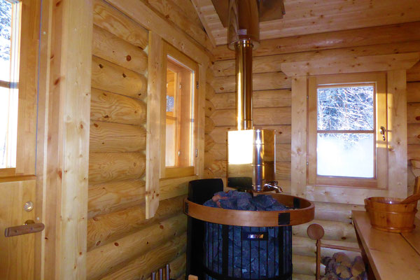 Woodfired outdoor sauna directly at the house. 50 m from Lake Päijänne with swimming area