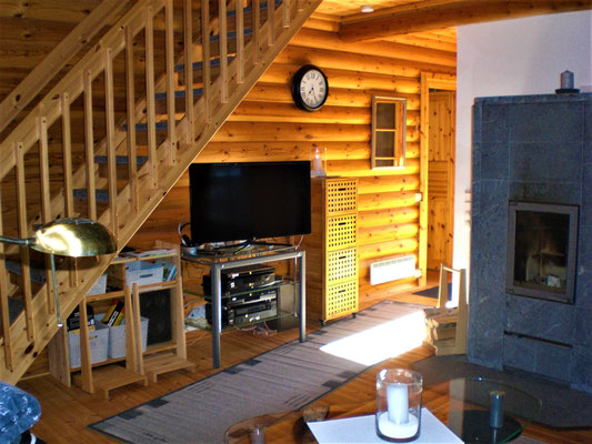 Living room with SAT- TV and WLAN / Wifi. Hifi stereo system. DVD. CD. UKW Radio