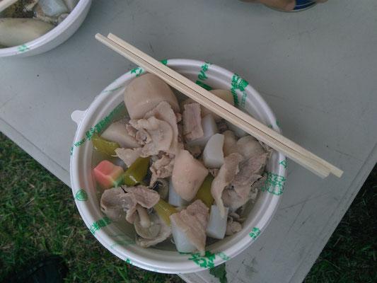 Imoni containing meat, taro potatoes and so on