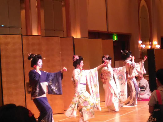 Geiko dancing in Niigata on June 23, 2016