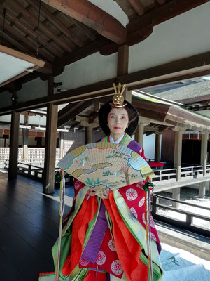 The webmaster in 12-layered court kimono costume