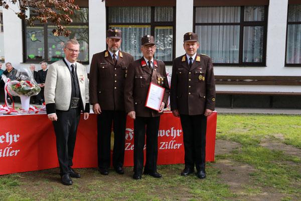 KR Walter Amor wurde für 60 Jahre Tätigkeit im Feuerwehrdienst ausgezeichnet