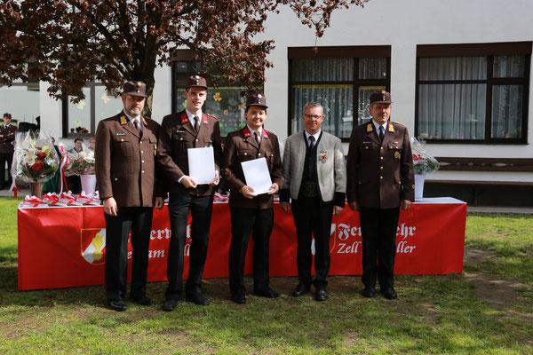 Hannes Rohrmoser und Lukas Hanser wurden zum Hauptfeuerwehrmann befördert