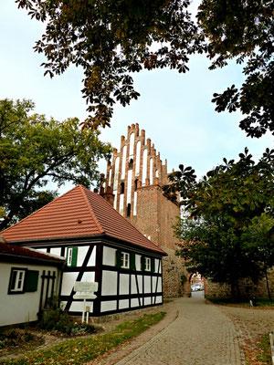 Stargarder Tor Haupttor mit Fachwerkhaus
