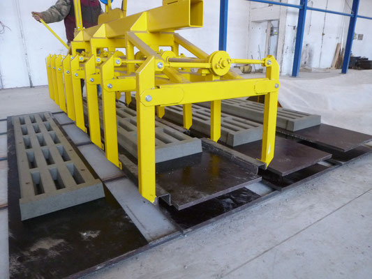 CLAMP FOR PIG SLATS