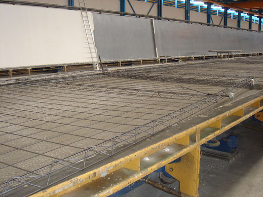 Tilting table with reinforcement