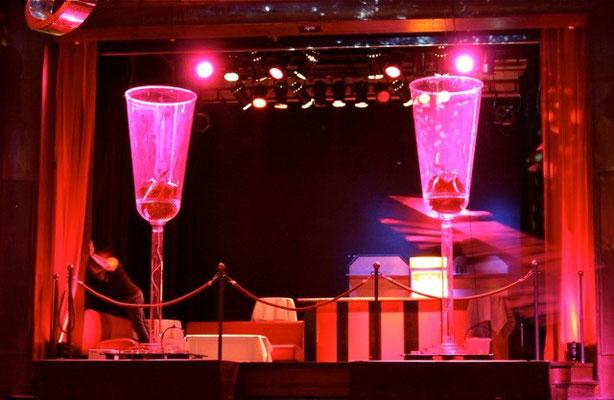 Champagnergläser. Partylabel Saus und Braus. Kaufleuten Zürich 2009