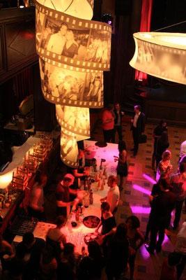Filmstreifen Lampen. Filfestival Zürich mit Partylabel Saus und Braus. Kaufleuten 2011
