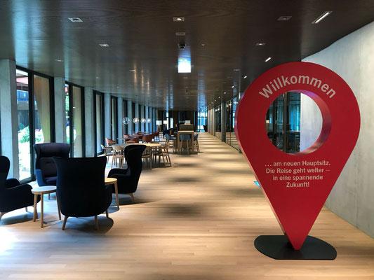 Herstellen eines Google Marker für die Neueröffnung von Swissgrid. Höhe 2,50 Meter. MDF beschichtet und bemalt. 2018