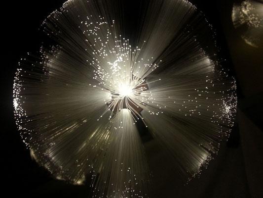 Glasfaserkugel mit LED