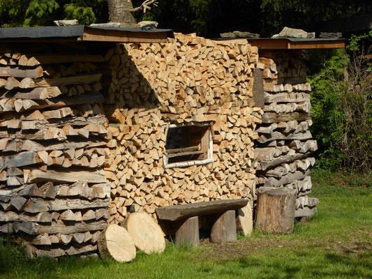 Man kann einen Holzlagerplatz auch kreativ gestalten!