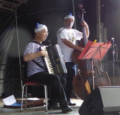 Richard Binz und Peter Gropp präsentieren das Dürrenbüchiger Badner Lied