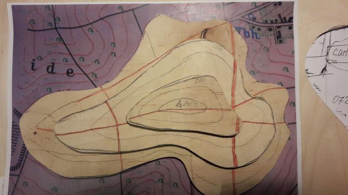 Die Höhenschichten 240, 250 und 260 Höhenmeter werden aus Sperrholz 9 mm Birke ausgesägt und aufeinander geleimt.