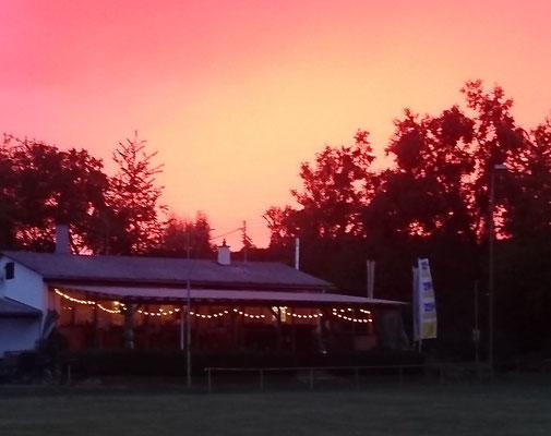 Sonnenuntergang hinter dem Clubnhaus - 01/08/2018 Bild: Michael Kiefer