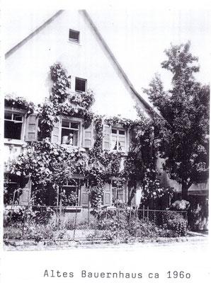 Dürrenbüchiger Str. 28 (aus dem oberen Fenster blickt Wilhelm Zentner)
