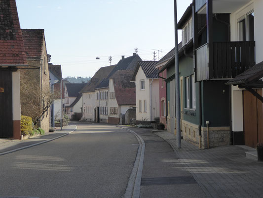Das Oberdorf (Dürrenbüchigiger Strasse) ohne Auto´s  - März 2017