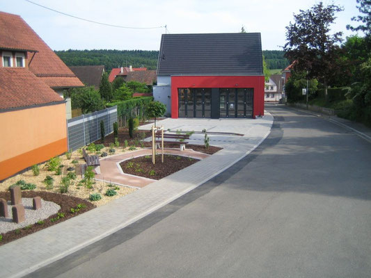 Kleiner Dorfplatz nach der Fertigstellung