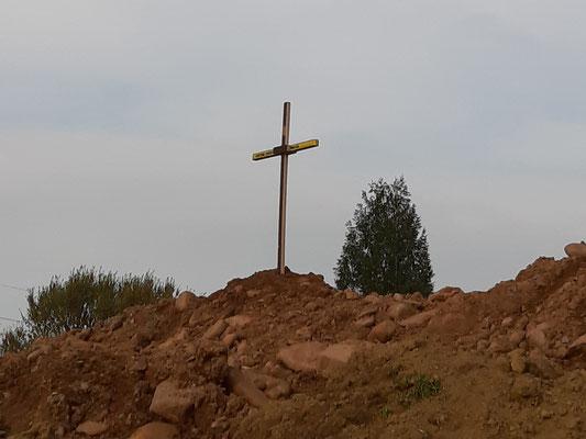 """6.4.  Ein Gipfelkreuz ziert der """"Erdberg"""""""