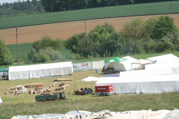 Das Zeltlager auf der Wiese von Martin Barth