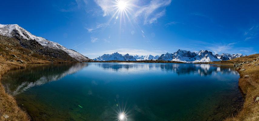 La chaîne des Cerces se mire dans le lac Laramon