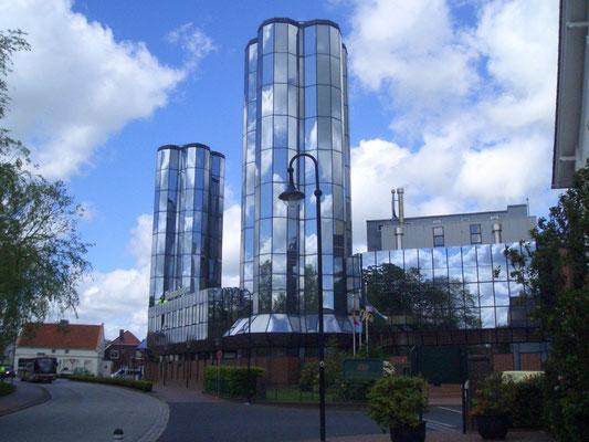 Hier noch mal die imposanten Glasgebäude der Brauerei