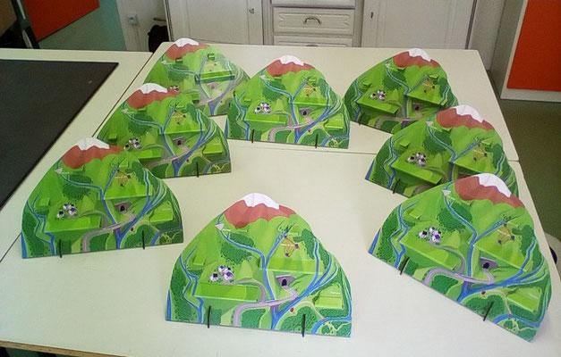 """Montagnes en carton pour jeu de société (Cf. """"Sur mesure"""")"""