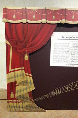 """Panneaux de décors peints (Cf. """"Décors"""")"""