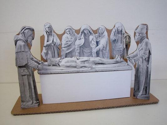 """Mise au tombeau de Carennac en carton pour animation enfants (Cf. """"Ateliers"""")"""