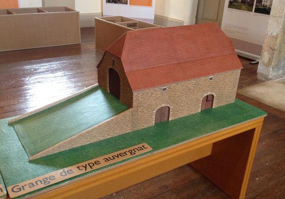 Maquette de grange en carton