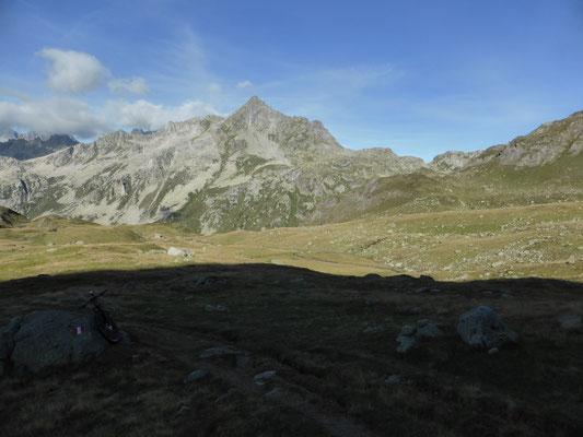 Alpe Forno Inferiore, rechts oben Albrunpass