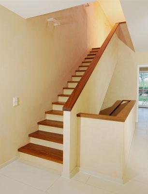 Bucher Treppen - moderne Holzstufen für Betontreppen. Massive Holzstufen auf Beton, Treppenherstellung mit Präzision: CAD gestützt - 50 Jahre Erfahrung - nur Holzstufen / Trittstufen auf Beton - schlicht und dezent