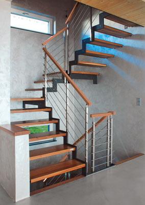 Bucher Treppen - Treppenmodell Ferro - Stahlwangen und Holz