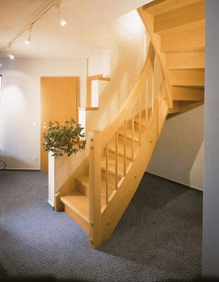 Bucher Treppen - Wangentreppen - warme Wohnatmosphäre