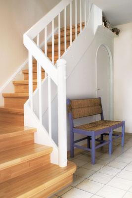 Bucher Treppen - Wangentreppen - mit weißem Geländer