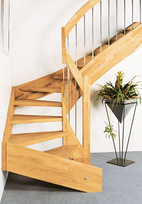Bucher Treppen - Wangentreppen - im Treppenhaus