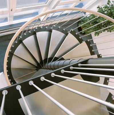 Spindeltreppen - modern - Bucher Treppen