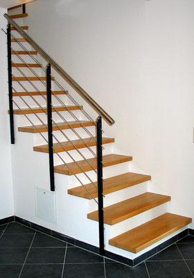 Bucher Treppen - moderne Holzstufen für Betontreppen. Massive Holzstufen auf Beton, Treppenherstellung mit Präzision: CAD gestützt - 50 Jahre Erfahrung - nur Holzstufen / Trittstufen auf Beton