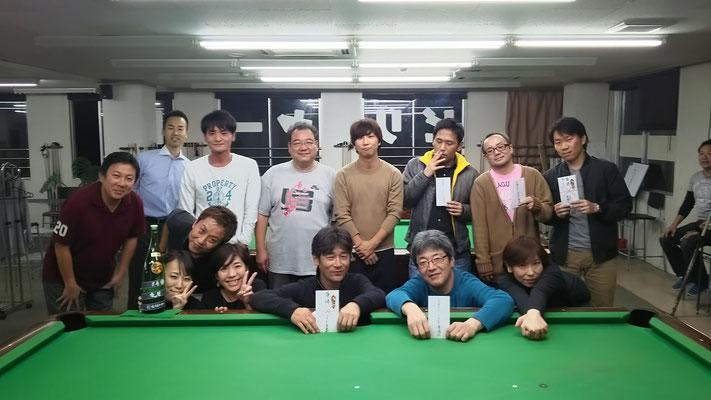 今回の優勝は、道正さん!今回初優勝です。準優勝は、腰の痛みを抱えながらの村上さん。サスガ実力者。3位タイは稲岡さん、永藤さん。稲岡さんも初入賞です。永藤さんは常連会の優勝回数はトップの実力者。常に上位に食い込んできます。裏トーナメント優勝は、生田さん。