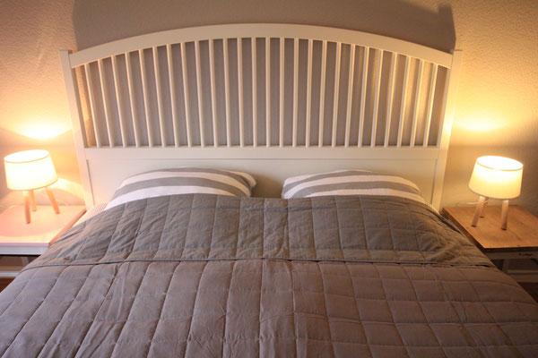 Schlafen wie auf Wolken auf hochwertigen Matratzen und mit Verdunklungvorhängen