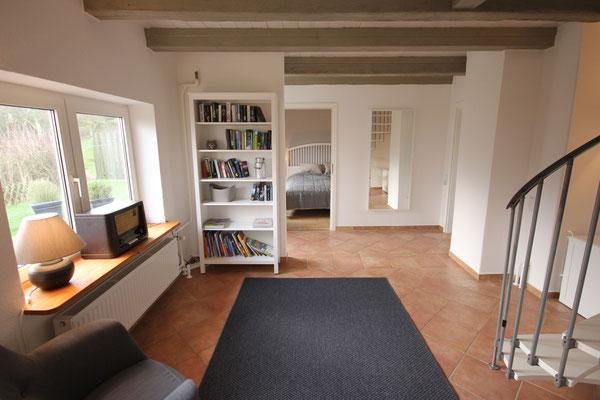Hier verschmelzen das Reetdachhaus und der moderne Anbau zu einem harmonischen und großzügigen Haus