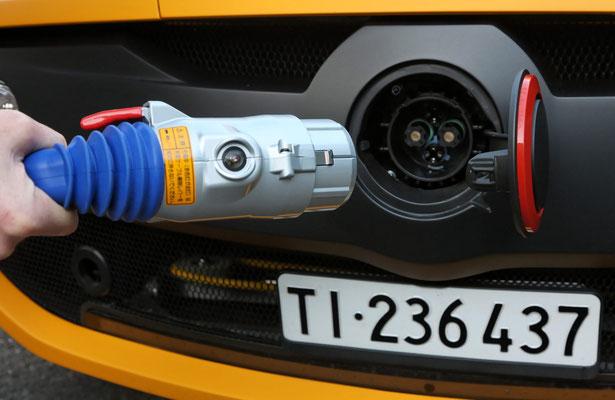 """2010: """"Lampo2"""" konnte als erstes Europäisches Elektroauto mit dem CHAdeMO System bis 50kW Schnell-Laden und diente als Testfahrzeug."""