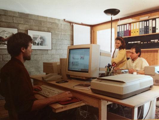 """1994: Der erste """"QUADRA-700"""" Computer half bei der Entwicklung von e-Lastwagen, die man als mobile Markt-Verkaufsläden einsetzen wollte."""