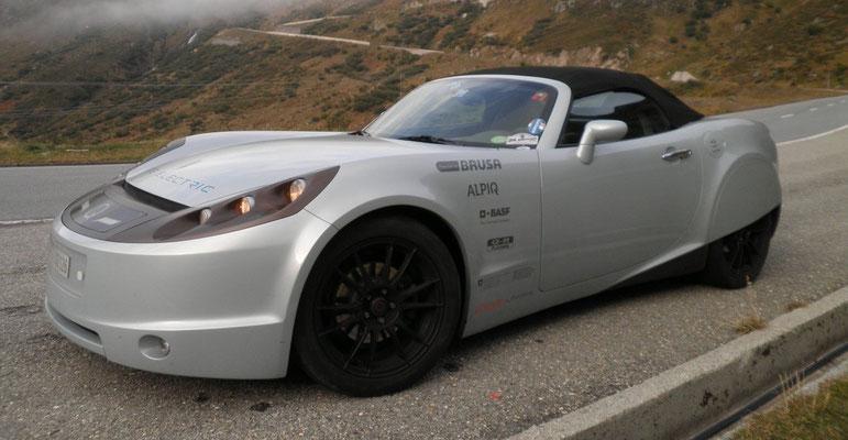 """2009: das erste 4x4 Hochleistungs e-Auto """"Lampo-1"""" (Blitz, auf Italienisch) beweist, dass die Elektrifizierung über das Premium-Segment Sinn macht."""